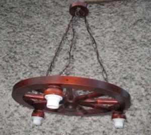 Lampa 3pkt na podstawie koła wozu 50cm..