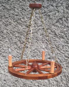 Lampa 3pkt ze świeczkami na podstawie koła wozu 50cm