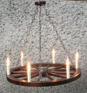 Lampa 6pkt ze świeczkami na podstawie koła wozu 71cm