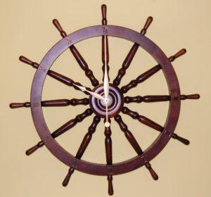 Zegar na podstawie koła sterowego 82cm