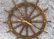 Zegar napodstawie koła sterowego 82cm.