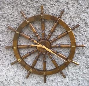 Zegar na podstawie koła sterowego 82cm.